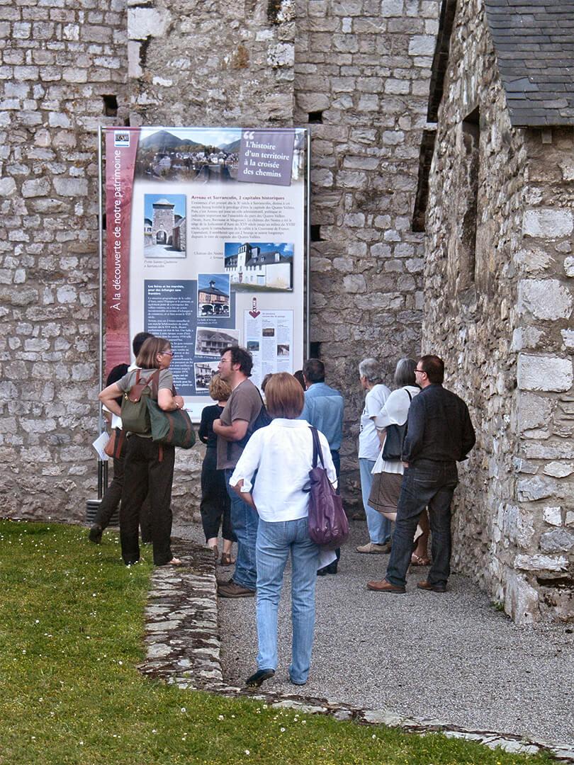exposition dans les villages